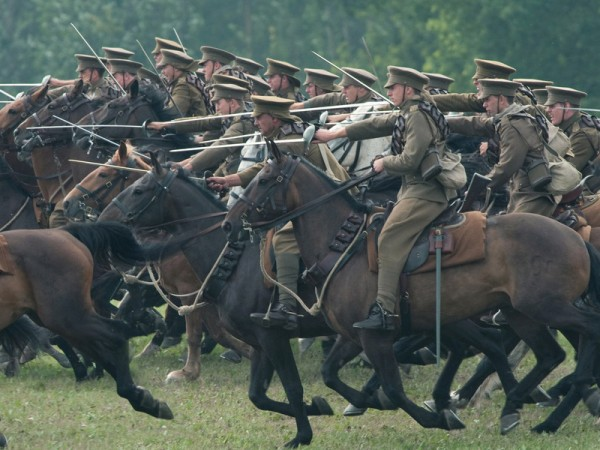movie review of war horse War horse: speilberg's beautiful but flawed anti-war epic [movie review] decrease font size increase font size text size print this page send by email war horse, steven spielberg's newest release, is a technical beauty.