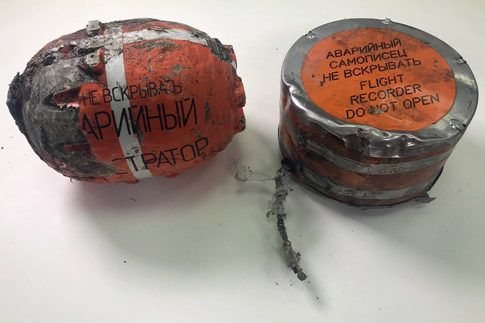 Photograph of flight recorders. Image from Rossiyskaya Gazeta (RG.RU)