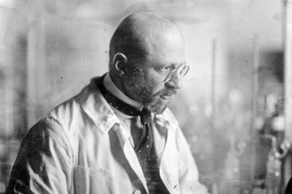 fritz haber and his involvement in synthesizing ammonia Fritz haber was german physical chemist, winner of the nobel prize for chemistry (1918) for his development of a method of synthesizing ammonia he is primarily known for his ammonia synthesis and poison gas involvement, but to focus on only these aspects of his life is an injustice to him.